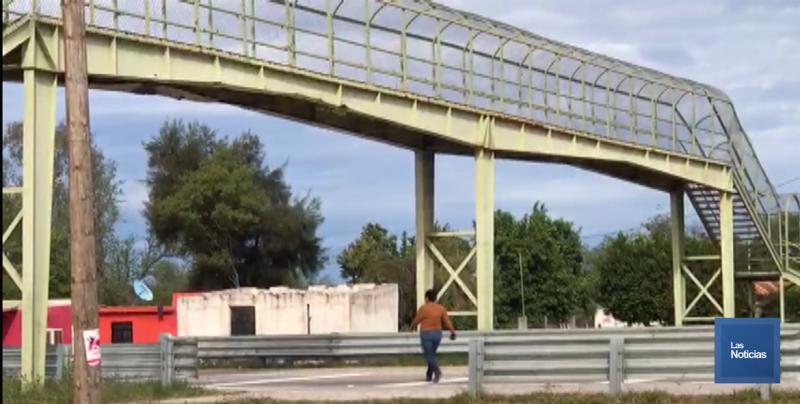 Preocupa a habitantes de Loma de Guamuchil mal estado de puente peatonal