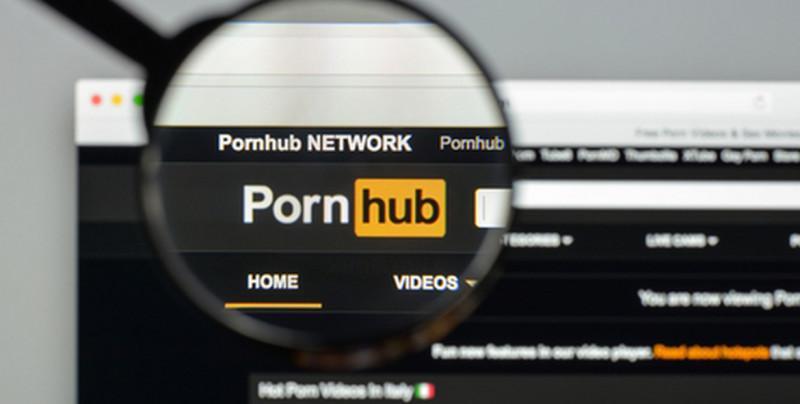 Persona con sordera demanda a sitio web porno por no tener subtítulos en videos