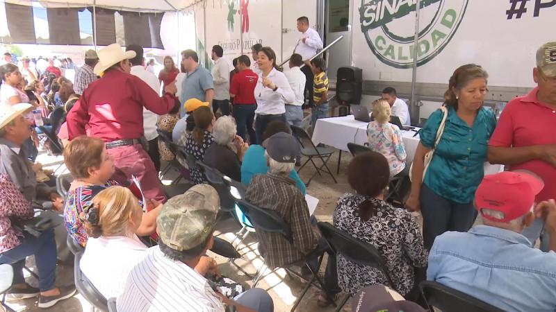 Se reúne el diputado federal Carlos Castaños con empresarios