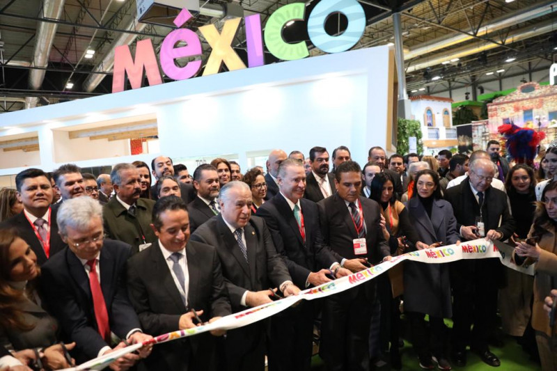 Quirino Ordaz presente en la  inauguración de la Feria Internacional de Turismo