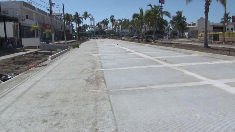 Colocan concreto hidráulico en Av. Rafael Buelna