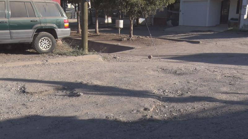 Pavimento destrozado en San Benito