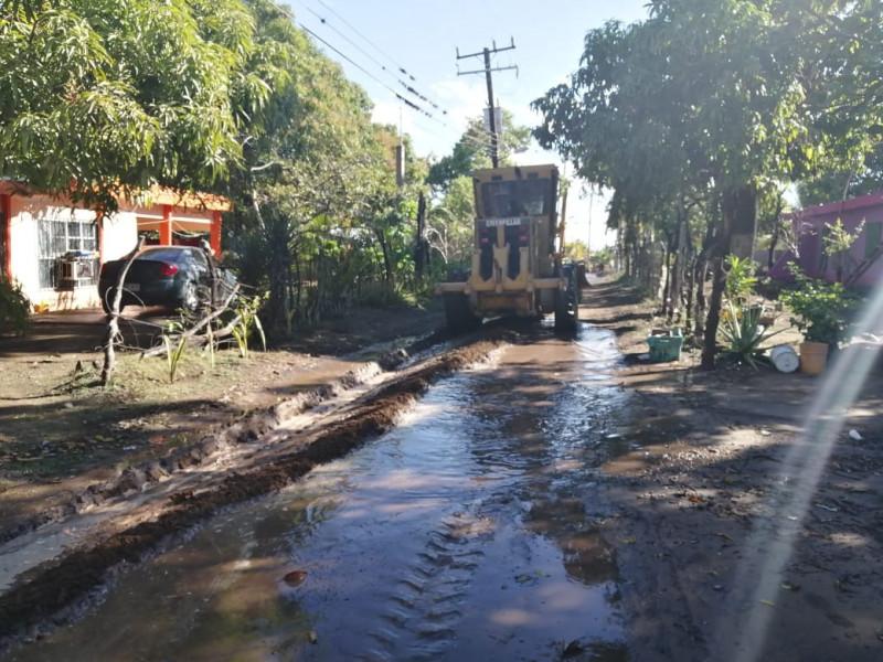 Atiende Ayuntamiento de Navolato a familias de Dautillos por encharcamientos