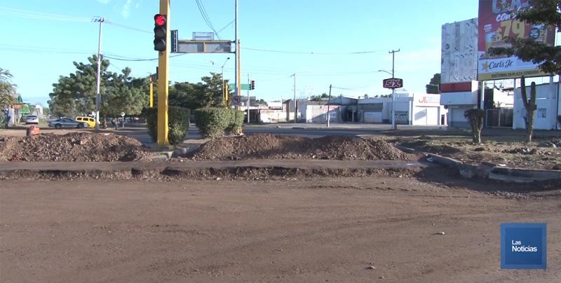 Vecinos del sur de la ciudad piden que se agilicen los trabajos del crucero de la calle 300 y michoacán.