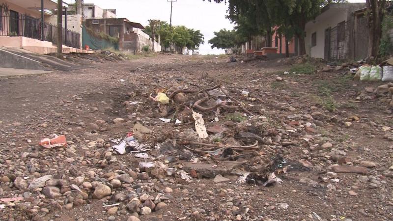 Muchas piedras sueltas por la calle  Joaquín Berlanga