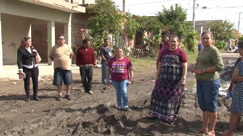 Vecinos de la Pancho Villa, bloquean el paso a camiones de carga
