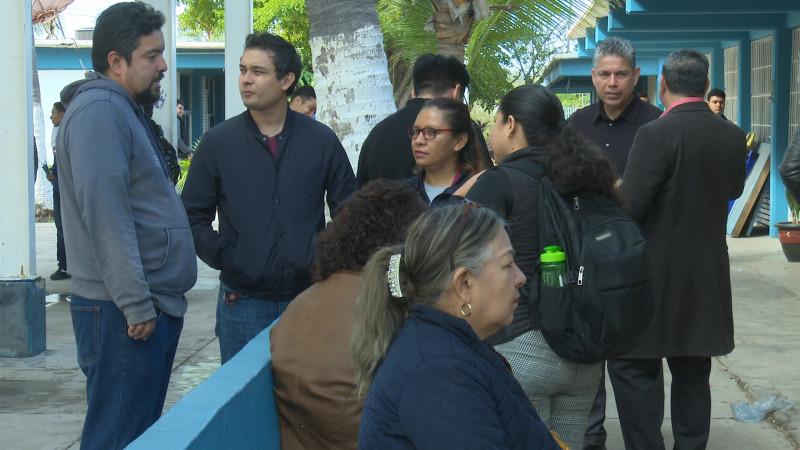 Trabajan bajo protesta docentes del CETMAR