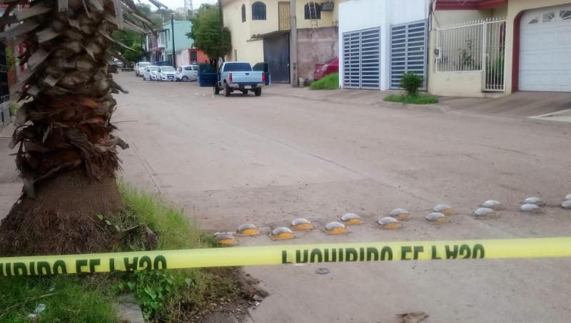 Asesinan a hombre en la Laureles Pinos, queda en el interior de una camioneta
