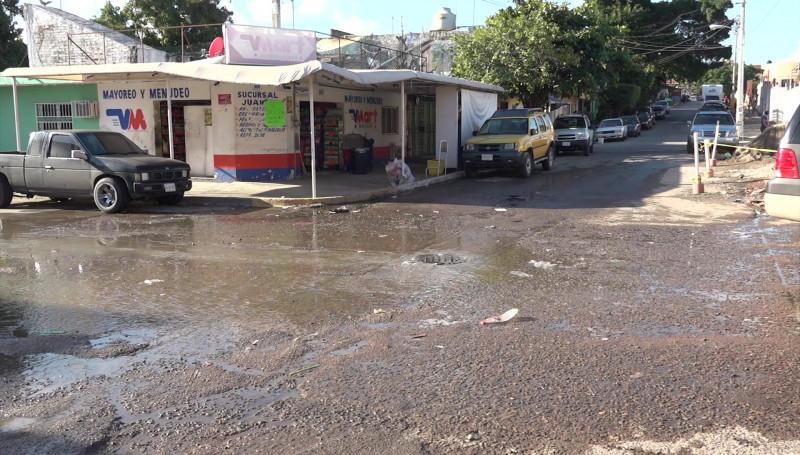 Serio problema de salud en la Colonia Juárez por fuga de aguas negras