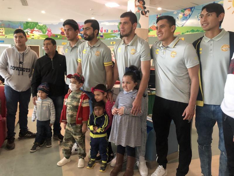 El Club Dorados lleva alegria al Hospital Pediatrico de