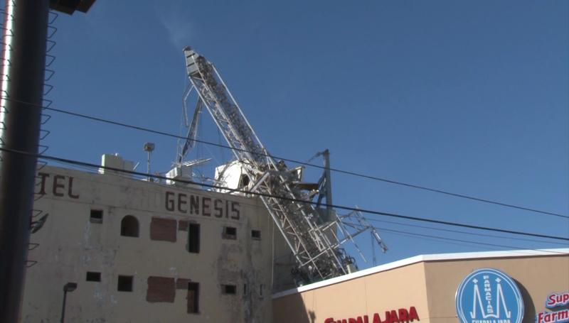 Se cae antena telefónica en Zona Dorada