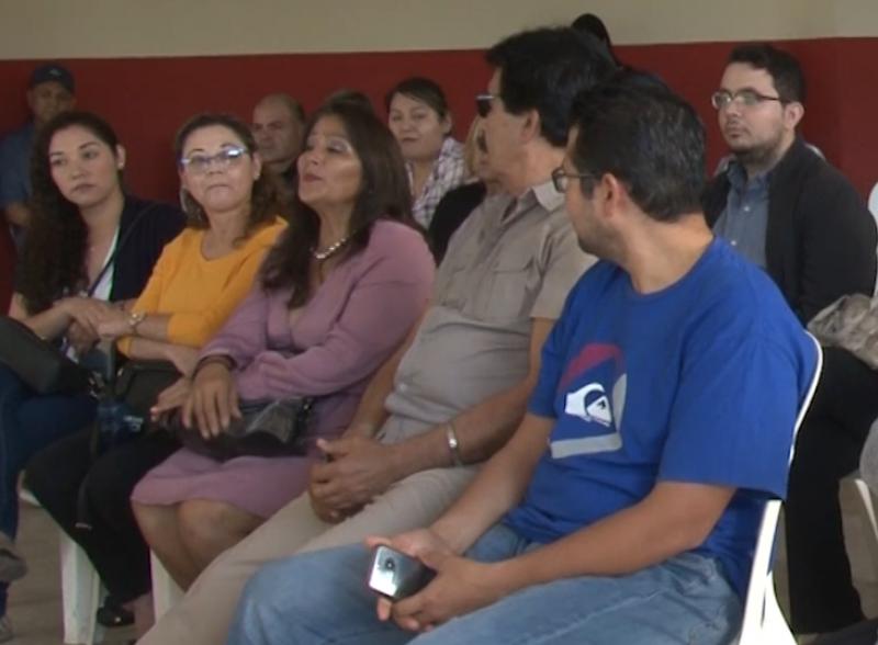 Firmes en su lucha se mantienen padres y alumnos de medicina de la UAD Mazatlán