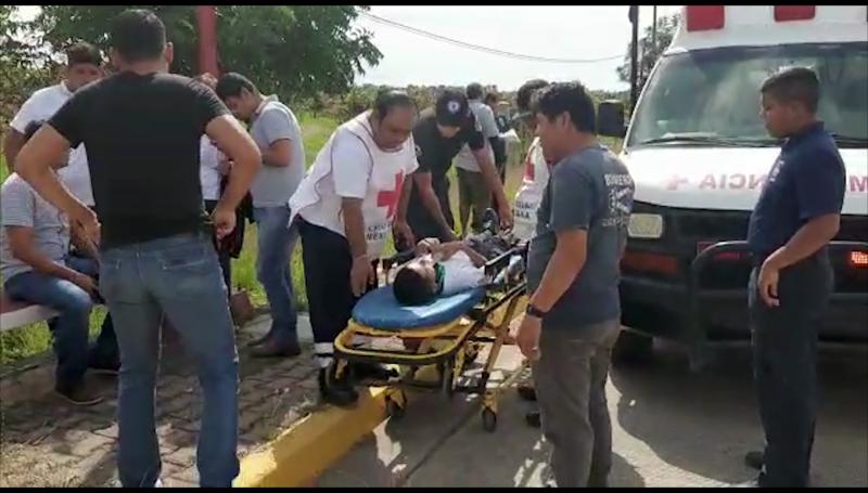 Choca ciclista contra motocicleta, sufre lesiones