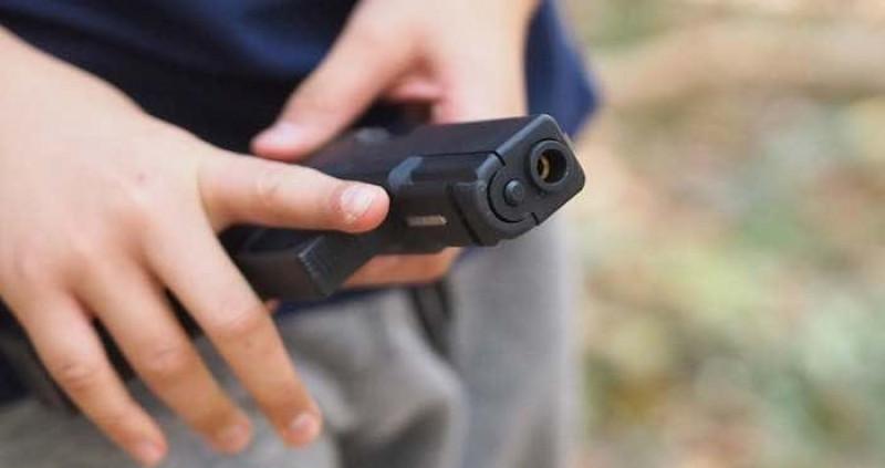 Niño de dos años por accidente se disparó con un arma de fuego