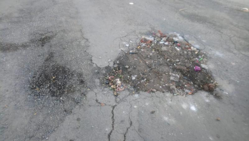 Pavimento destruido en la calle Puerto Yavaros