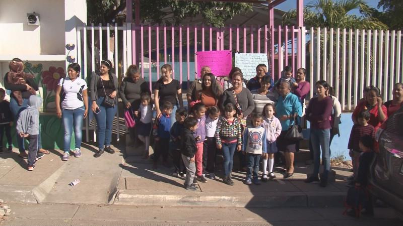 Exigen padres de familia del Kínder Diana Laura Riojas, que SEPyC asigne y pague una plaza de intendente