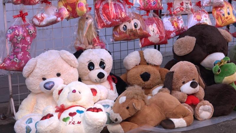 """Inician ventas para celebrar el """"Día del amor y la amistad"""" en el Centro de la ciudad"""