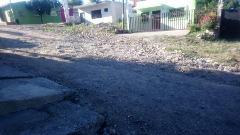 Sin pavimentar la calle Luis Manuel Rojas