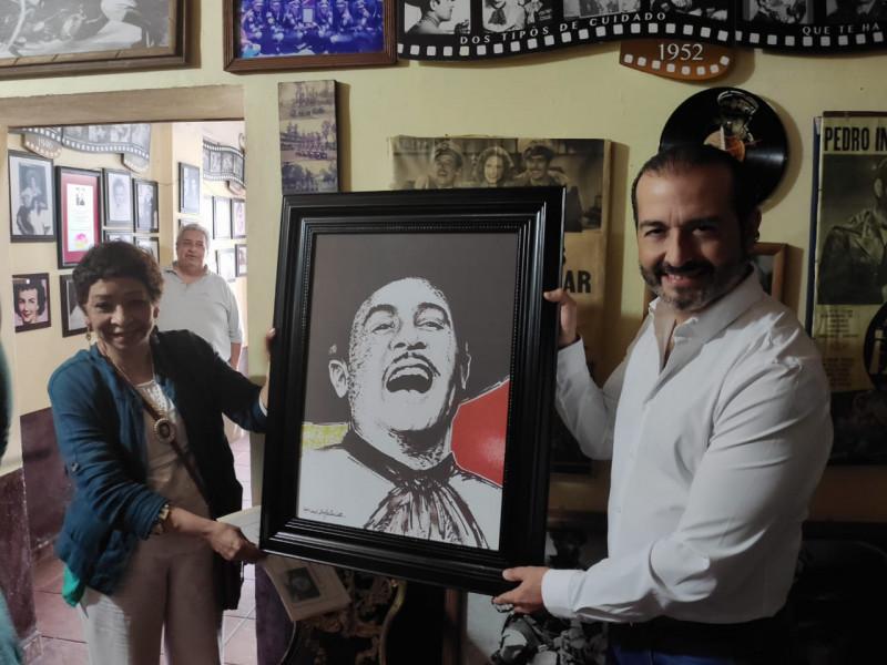 Artista plástico dona cuadro al Museo de Pedro Infante