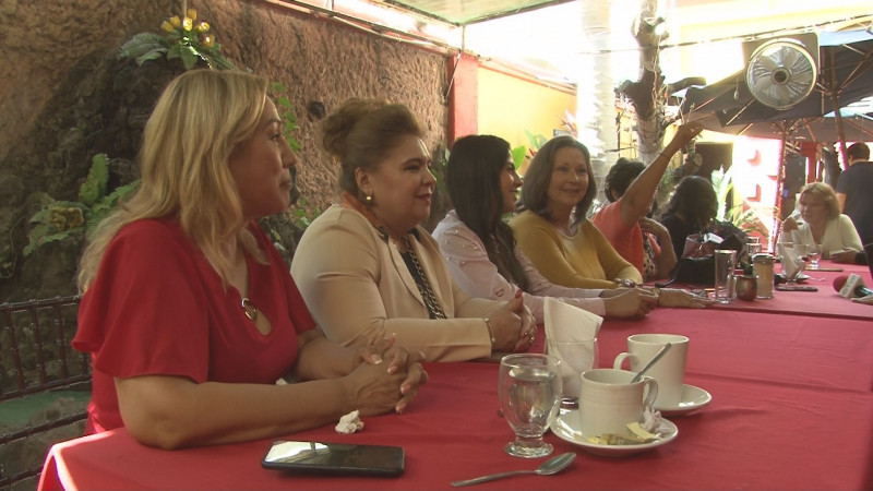 Se suman directoras de los municipios y abogadas a la ratificación de Araceli Tirado