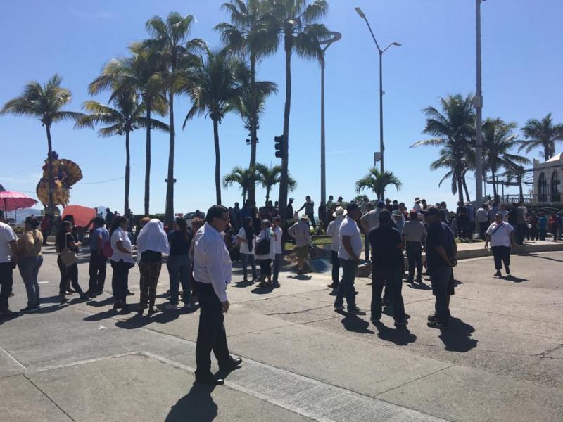Pescadores toman la avenida del Mar, advierten el cierre del canal de navegación