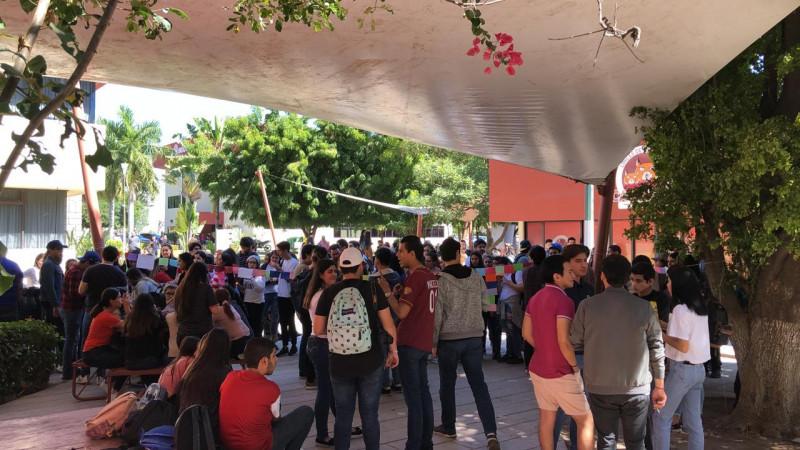 Alumnos de la UAdeO y del Tec de Culiacán señalan acoso de sus maestros