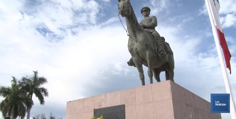 Placas de bronce en monumentos aún sin reponer en Cajeme