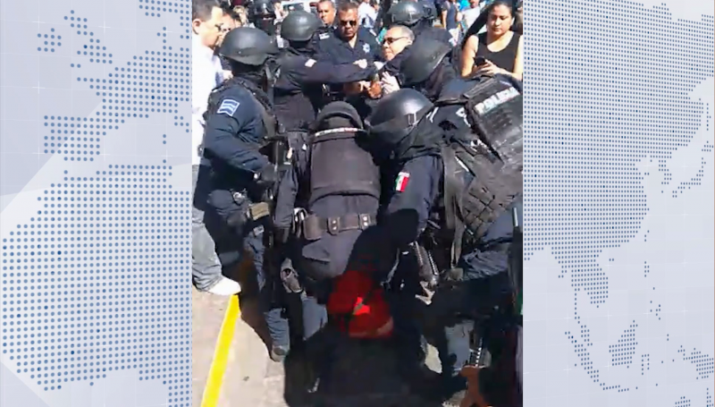 Con uso de la fuerza detienen a 5 vendedores ambulantes del Centro