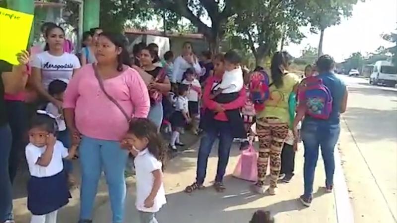 Madres de familia toman kinder en Villa Unión