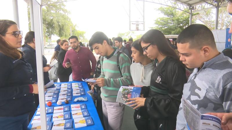 Realizan expo universitaria