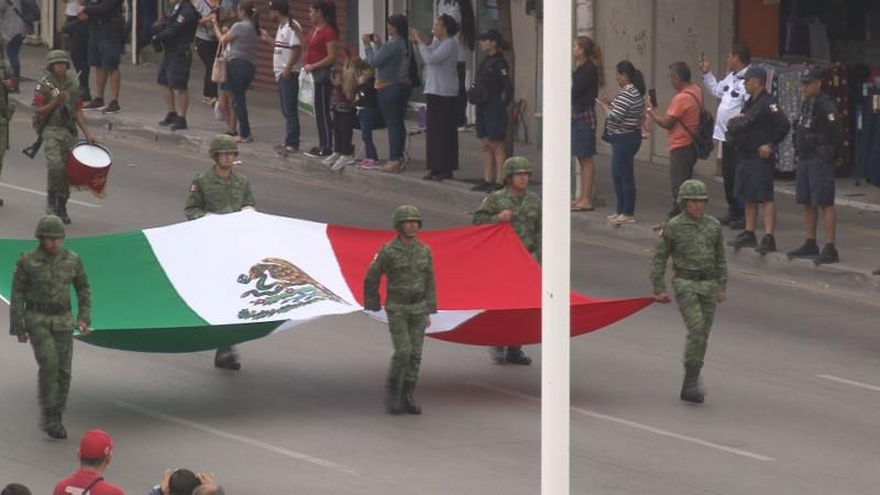Vistoso y colorido desfile conmemorativo al 199 Aniversario del Día de la Bandera Nacional