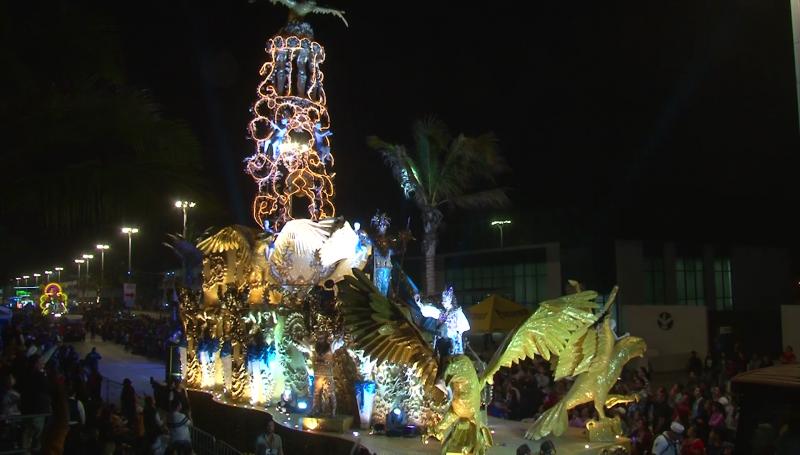 """Segundo desfile de Carnaval """"conquista"""" a locales y turistas"""