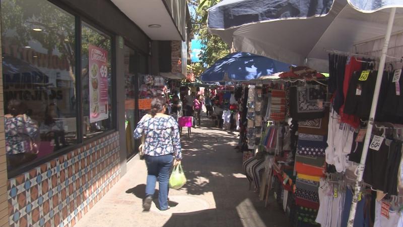 Comerciantes establecidos exigen al Ayuntamiento de Culiacán ordenar el ambulantaje