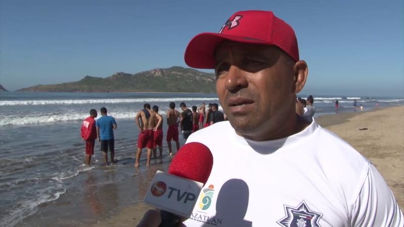 Capacitan a elementos salvavidas en Mazatlán
