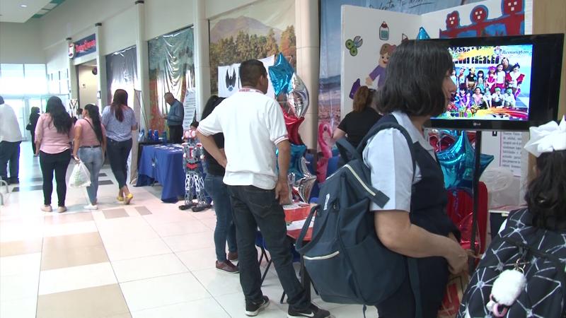 Realizan Expo Educativa en Plaza Acaya