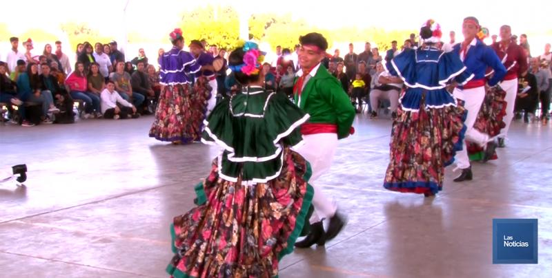 Lucen estudiantes del COBACH en Juegos Culturales