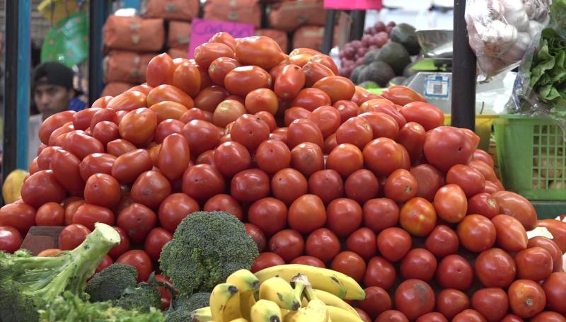 En $30 el kilogramo de tomate