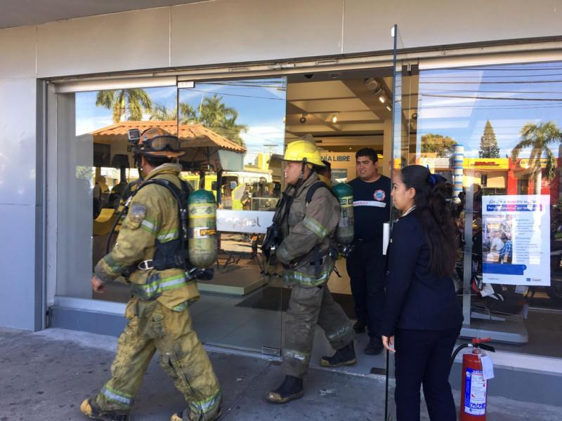 Evacúan tienda departamental por activación de alarma de incendios