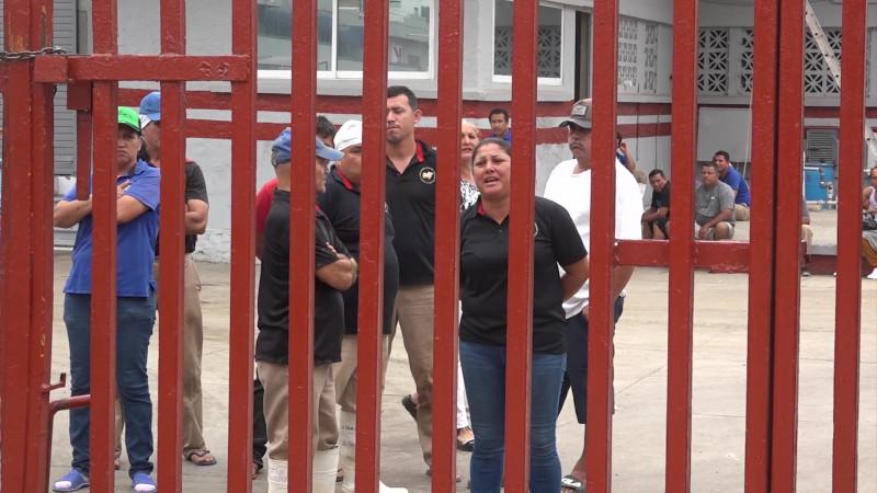Protestan trabajadores del Rastro Municipal de Mazatlán