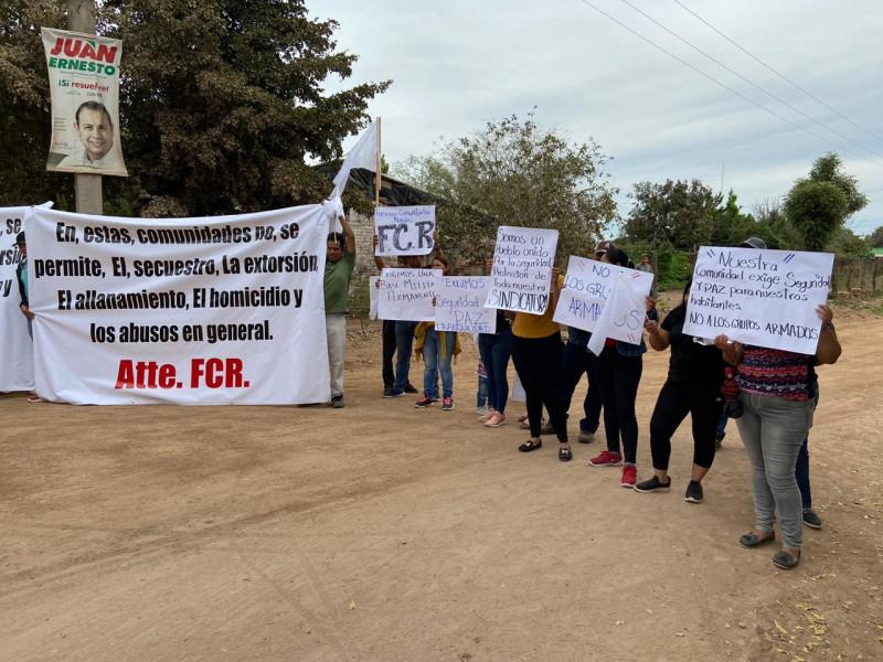 Ante grupos armados, pobladores de manifiestan y anuncian creación de autodefensas