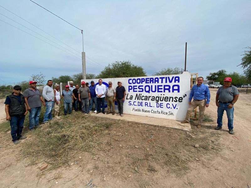 Entregan apoyos a pescadores de Navolato y Culiacán