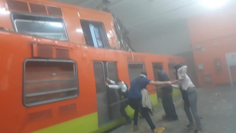 Muere una persona en choque de trenes del metro de la Ciudad de México