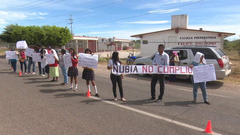 Protestan estudiantes contra Nubia Ramos