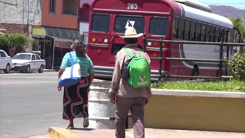 Aterrizan 40 mdp para desplazados en Sinaloa
