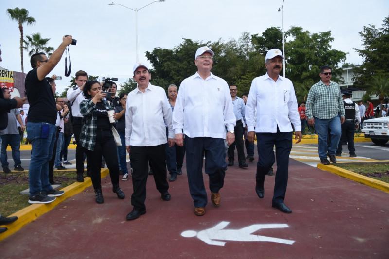 Inauguran paso peatonal seguro sobre bulevar Francisco Labastida