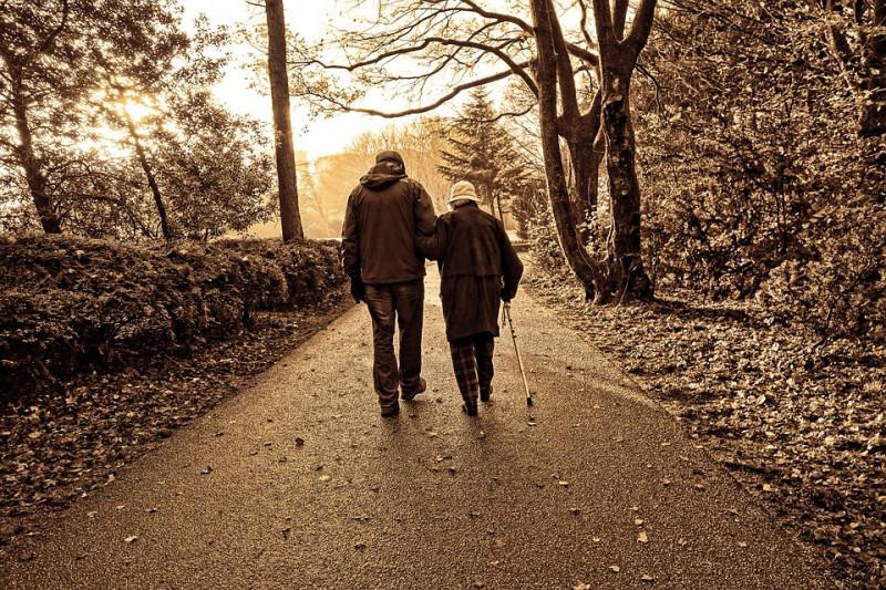 Italia dejaría morir a sus ancianos por sistema de salud colapsado
