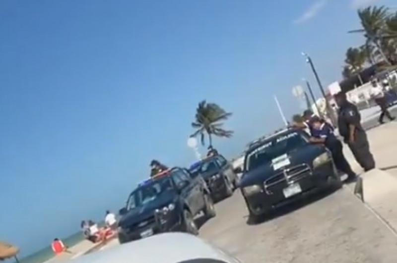 Video: policías desalojan en playas de Yucatán