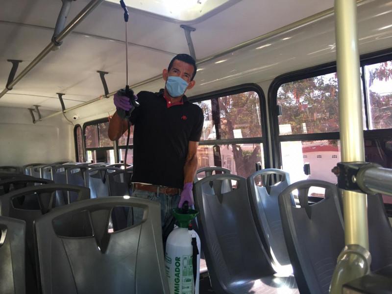 Desinfectan camiones urbanos en Mazatlán