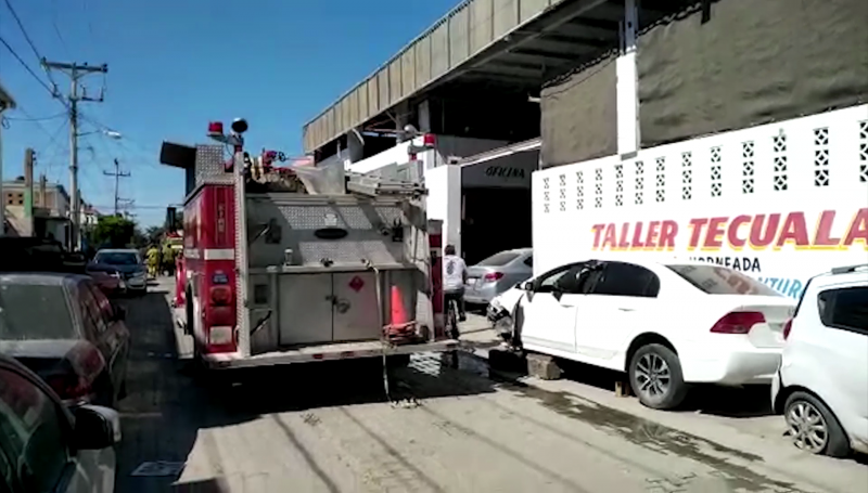 Corto circuito provoca incendio en taller