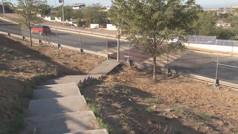 Instalan paso peatonal seguro sobre la Avenida Obregón al sur, para evitar accidentes